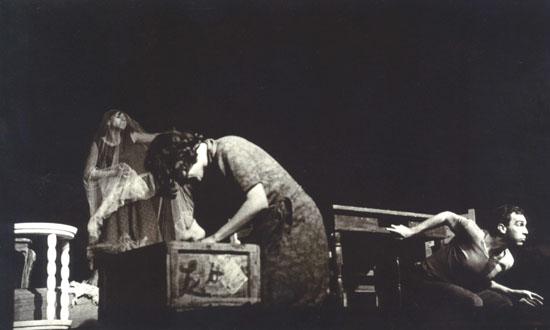 La notte degli assassini, scena a teatro