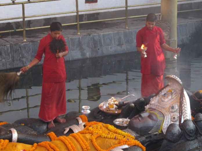 La valle di Kathmandu: solenni montagne e tradizioni antichissime