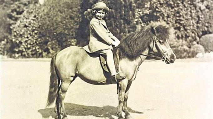 Il primo cavallo di Elisabetta un pony shetland di nome Peggy