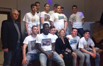 Il mosaico continua a crescerefoto di gruppo con ragazzi francesi
