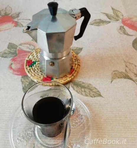 Caffè d'orzo tazzine e caffettiera