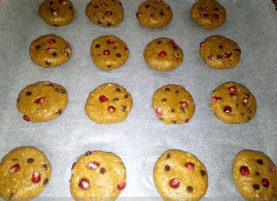 Cookies Integrali con Melagrana, Gocce di Cioccolato e Zucchero di Cocco biscotto in forno