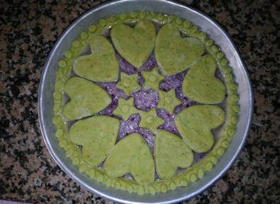 Crostata Integrale di Cipolle Rosse con Brisée al Pesto, decorata
