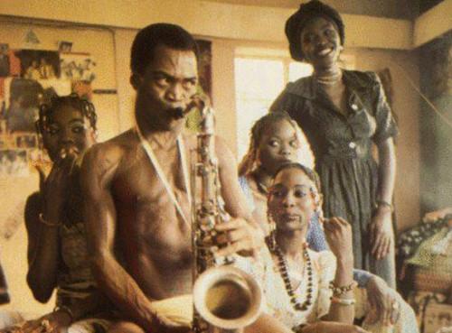 Fela Kuti con alcune mogli