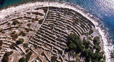 L'isola che sembra un'impronta digitale Baljenac: muri a secco