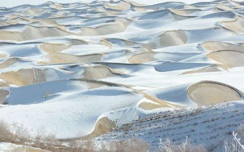 Taklamakán deserto con la neve