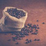 diffusione del caffè, sacco di chicchi di caffè