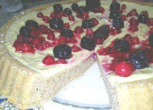Crostata integrale morbida senza zucchero con crema di limone e frutti di bosco 1