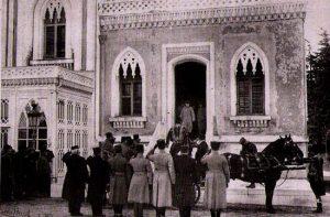 I principi ottomani vivevano rinchiusi nelle gabbie dorate: Mehmed VI esce dalla kafes