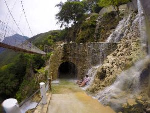 Le grotte messicane di Tolantongo e il tunnel