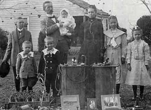 Nathan Stubblefield inventore con famiglia
