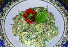 Spaghetti integrali con zucchine, ricotta e pesto