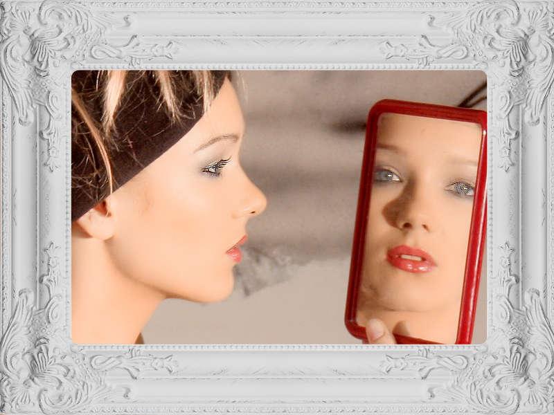 Perché gli specchi invertono l'immagine da destra a sinistra e non in su e giù