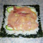 Sushi semplice con salmone e salsa di yogurt magro 1