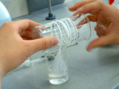 Nylon, come si forma un filo