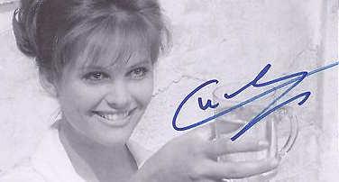 Claudia Cardinale, la firma