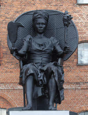 Mary Thomas statua I am Queen Mary