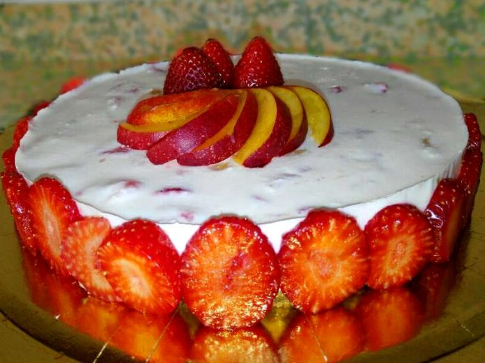 Cheesecake alle fragole e pesche