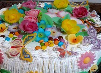 Torta gelato decorata con fiori di zucchero