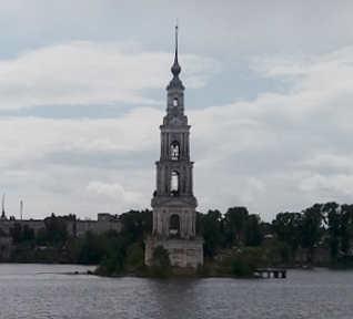 reportage crociera la via degli zar: Outglich, campanile