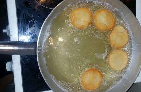 I Bomboloni ricetta con lievito istantaneo: friggere