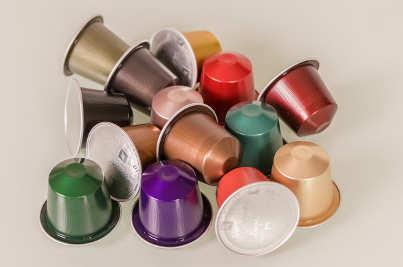 Vari tipi di capsule di caffè in alluminio