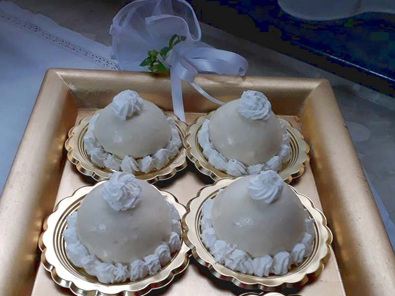 Preparazione Delizie al limone, pan di Spagna cupolette