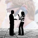 A Parlare a voce alta: una questione di maleducazione o altro b