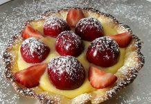Tartellette di frolla con crema pasticcera e frutta fresca