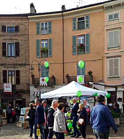 visitatori alla 64° edizione della fiera del Tartufo di Moncalvo