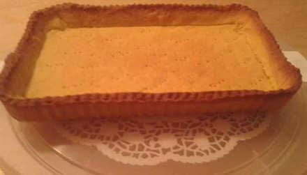 Crostata di frutta con crema pasticcera e meringa frolla