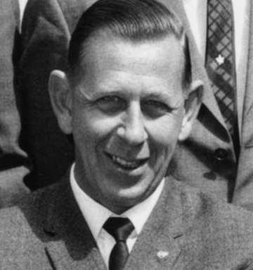 l'arbitro Ken Aston
