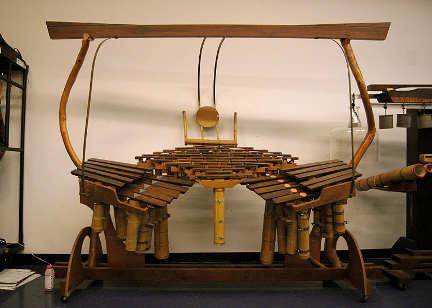 Quadrangularus Reversum, strumento di Harry Partch.