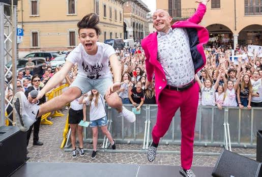 Luciano Spinelli con i suoi fan, Volpini e Volpine
