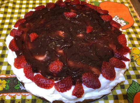 Fragole nella Crema della Victoria sponge cake o torta vittoriana 5 a