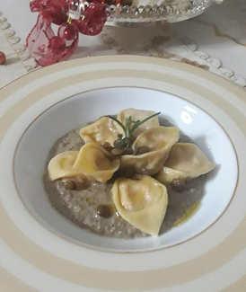 Ricetta Cappelletti con ricotta e cotechino su vellutata di lenticchie