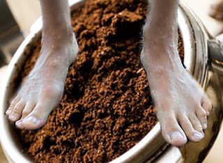 I 100 Modi di utilizzare i fondi di caffè, pediluvio