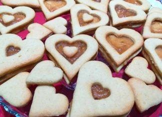 Biscotti di pasta frolla a forma di cuore per San Valentino