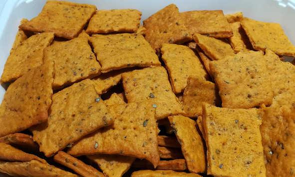 Preparzione Crackers ricetta al gusto pizza senza lievito