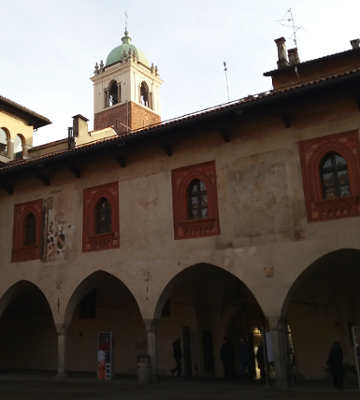 Novara, Broletto e centro storico