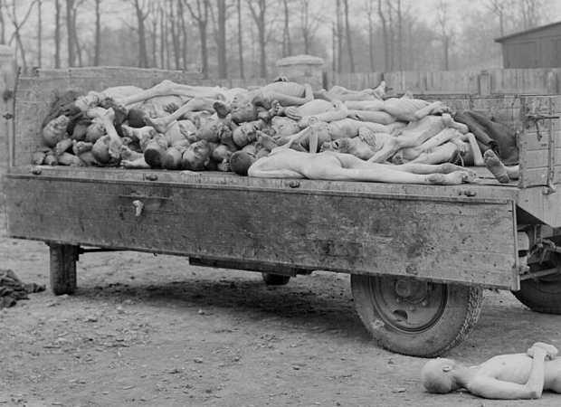 Foto Shoah: carro con corpi