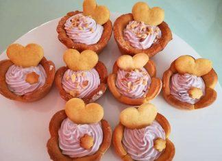 Tartellette dolci farcite con crema di ricotta e yogurt ai mirtilli