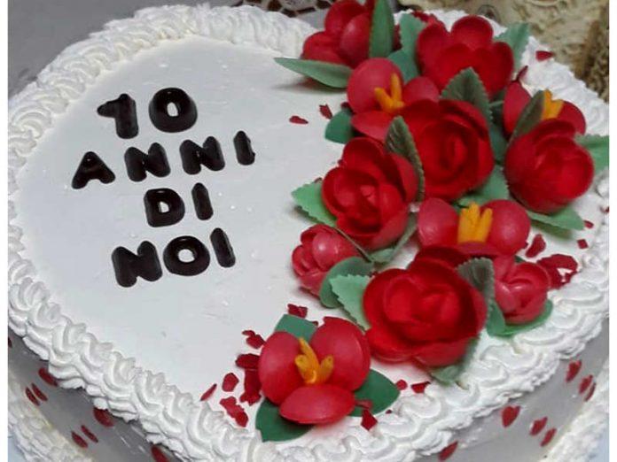 Torta a forma di cuore alle creme una torta anniversario fatta in casa
