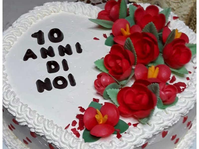 Torta A Forma Di Cuore Alle Creme Una Torta Anniversario Fatta In