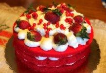 Torta red velvet una torta di compleanno con crema al mascarpone e ricotta