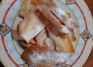 Chiacchiere di Carnevale ricetta facile e friabile al Vin Santo
