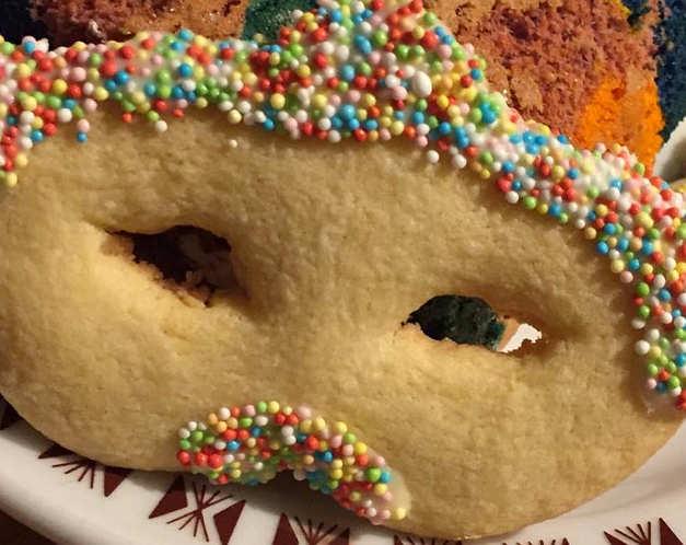 Preparazione Dolci di Carnevale al forno senza glutine maschere di frolla