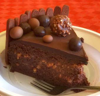 Ingredienti Torta con bagna al cioccolato e liquore all'arancia