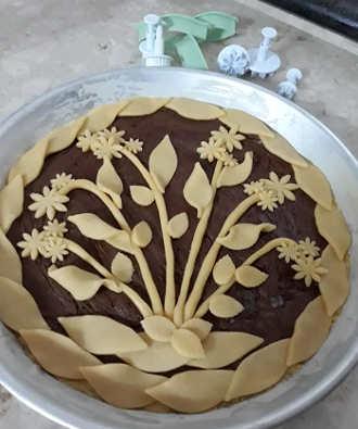 Decorazione Crostata alla Nutella con fiori di frolla