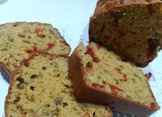 Plumcake salato integrale con olive e pomodori secchi senza lievito